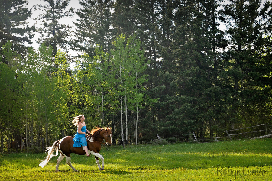 Robyn-Louise-Photography-Beauty-and-Beloved-Horse-Seniors-Grad-Photography002