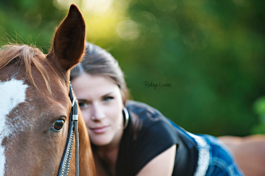 Robyn-Louise-Photography-Beauty-and-Beloved-Horse-Seniors-Grad-Photography010