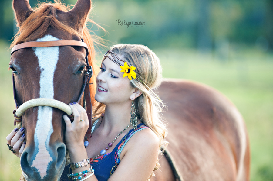 Robyn-Louise-Photography-Beauty-and-Beloved-Horse-Seniors-Grad-Photography011