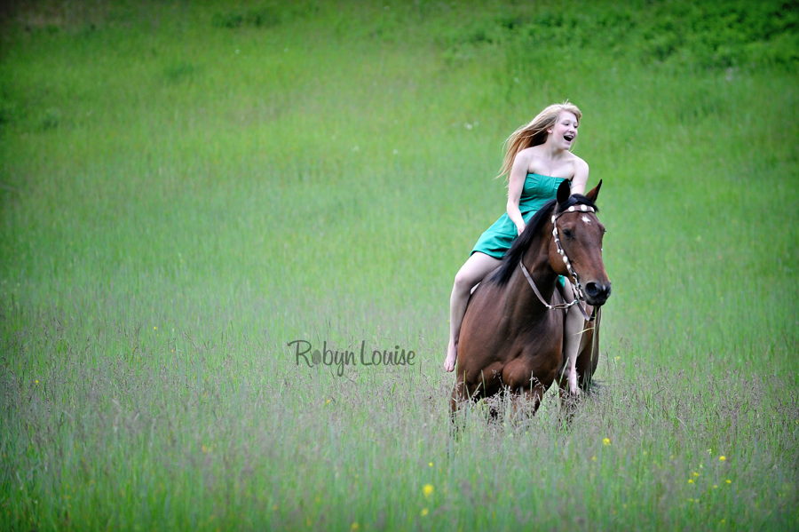 Robyn-Louise-Photography-Beauty-and-Beloved-Horse-Seniors-Grad-Photography014