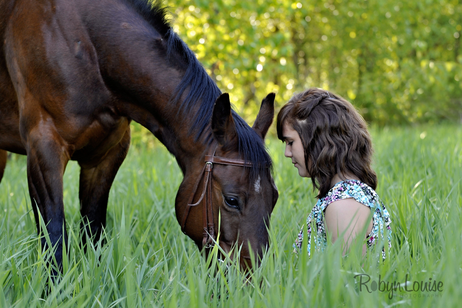 Robyn-Louise-Photography-Beauty-and-Beloved-Horse-Seniors-Grad-Photography021