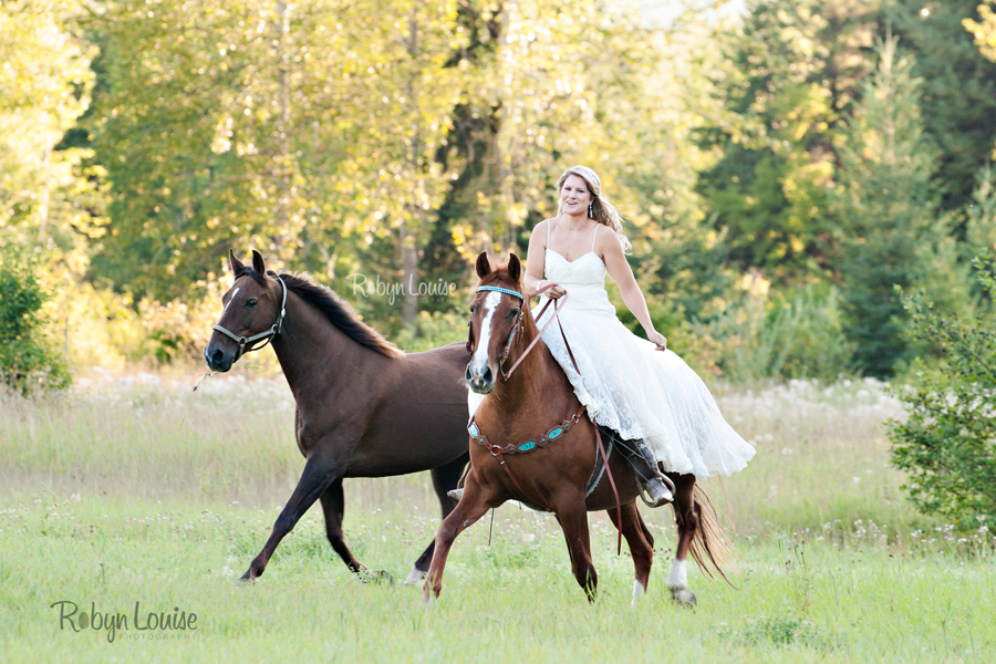 Robyn-Louise-Photography-Beauty-and-Beloved-Horse-Bride-Wedding-Engagement-Photography025