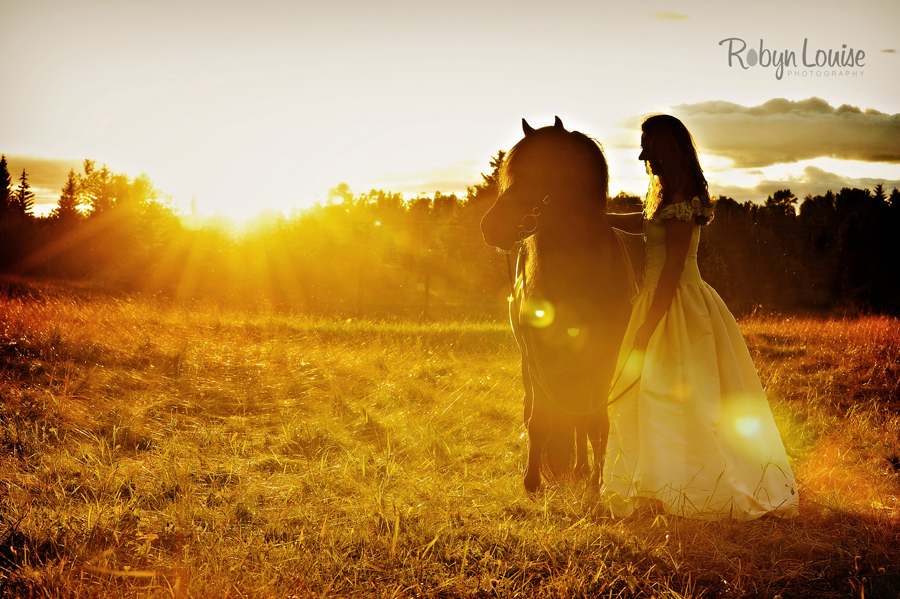 Robyn-Louise-Photography-Beauty-and-Beloved-Horse-Bride-Wedding-Engagement-Photography028