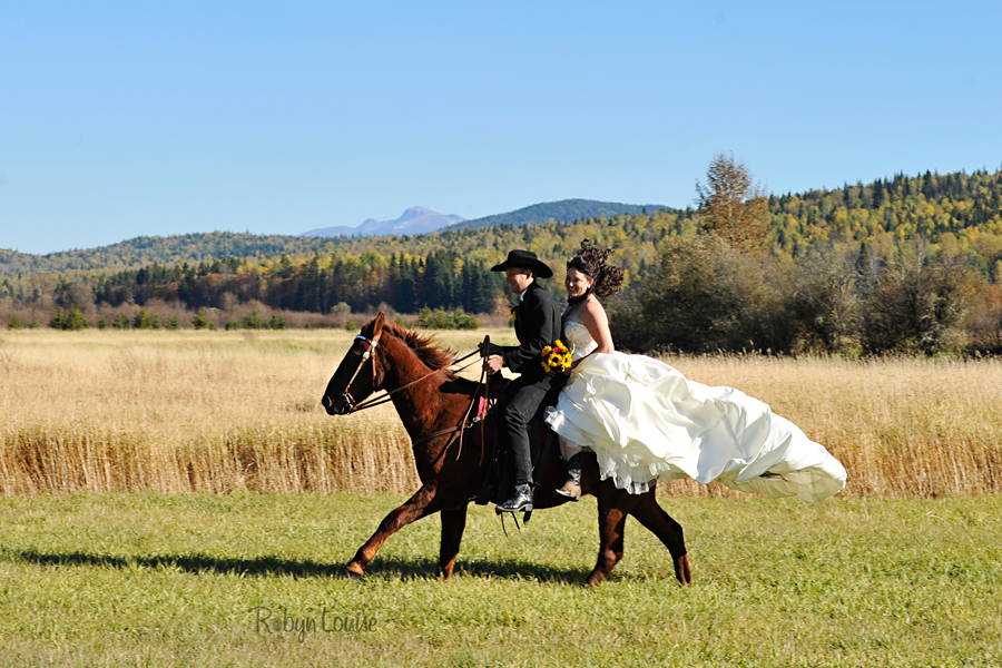 Robyn-Louise-Photography-Beauty-and-Beloved-Horse-Bride-Wedding-Engagement-Photography030