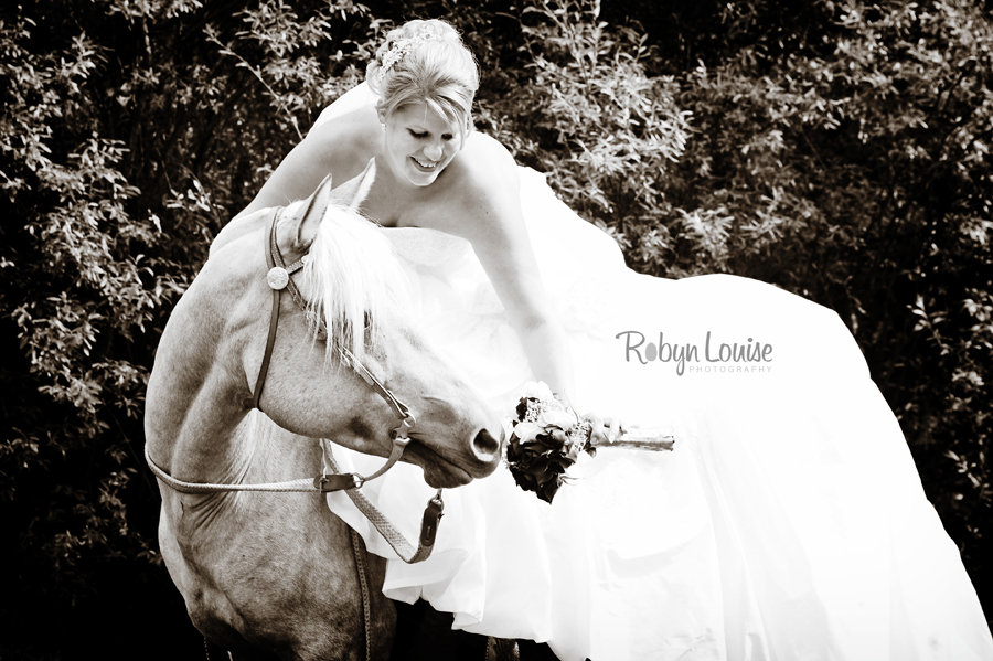 Robyn-Louise-Photography-Beauty-and-Beloved-Horse-Bride-Wedding-Engagement-Photography036