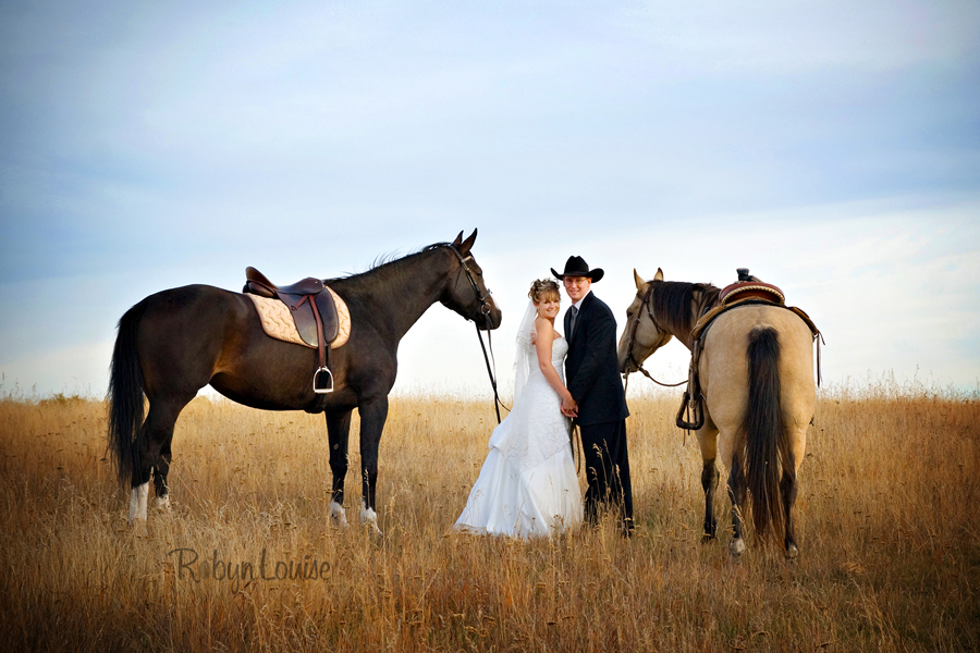 Robyn-Louise-Photography-Beauty-and-Beloved-Horse-Bride-Wedding-Engagement-Photography038