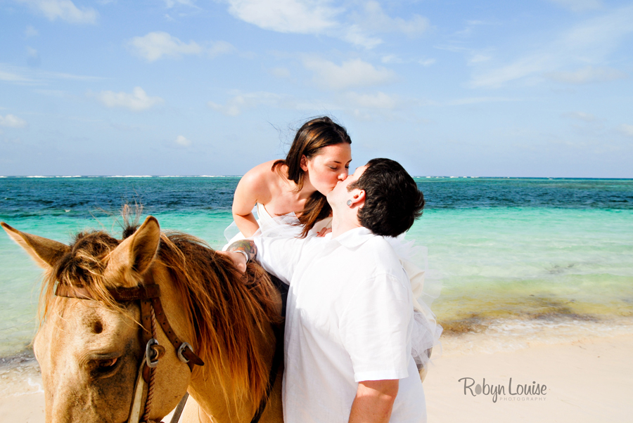 Robyn-Louise-Photography-Beauty-and-Beloved-Horse-Bride-Wedding-Engagement-Photography043